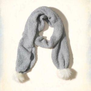 Hollister pom pom scarf Gray (NWT)